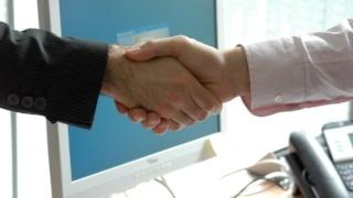 handshake-sm-crop.jpg